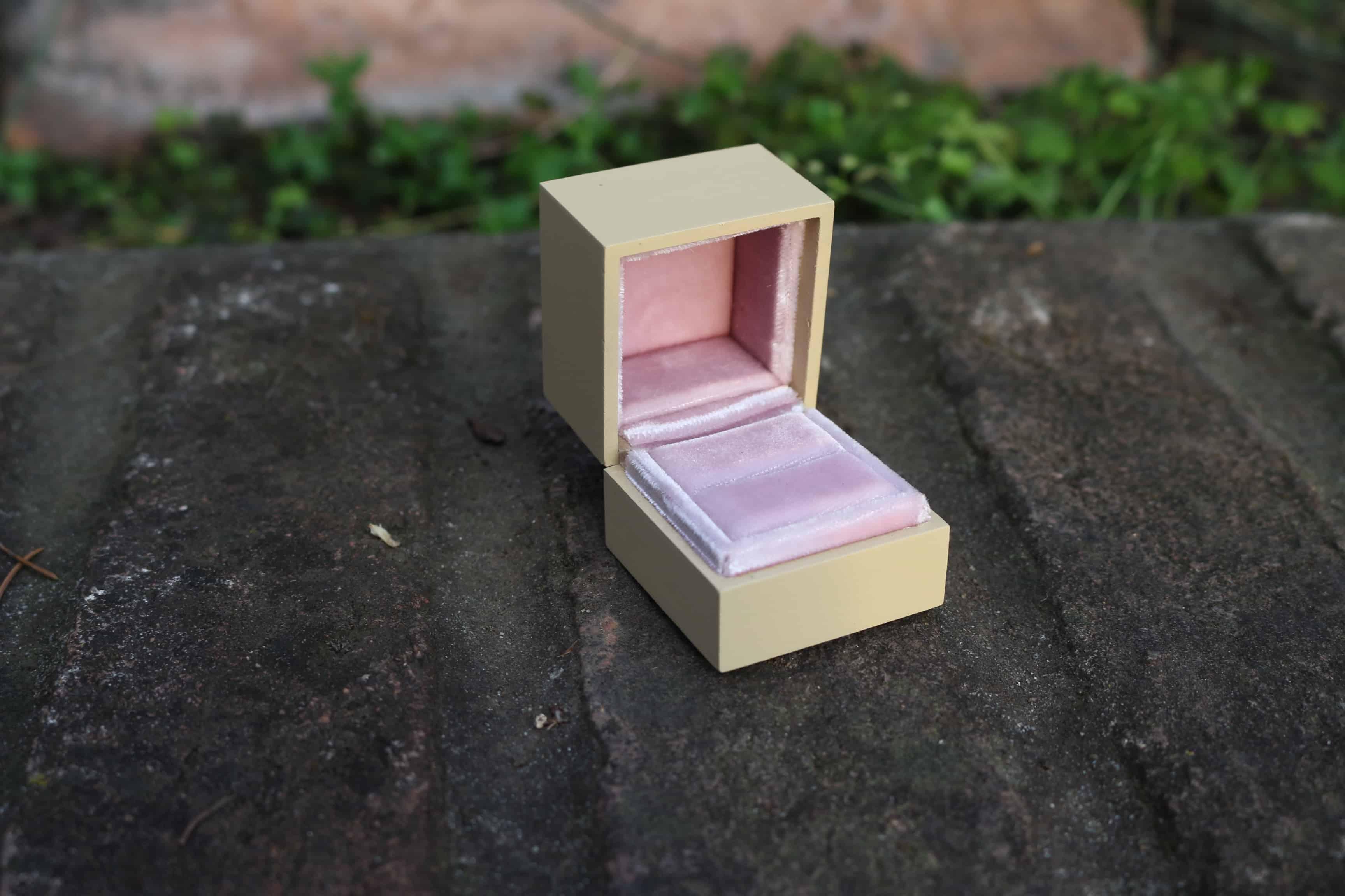 ring-box-velvet pink